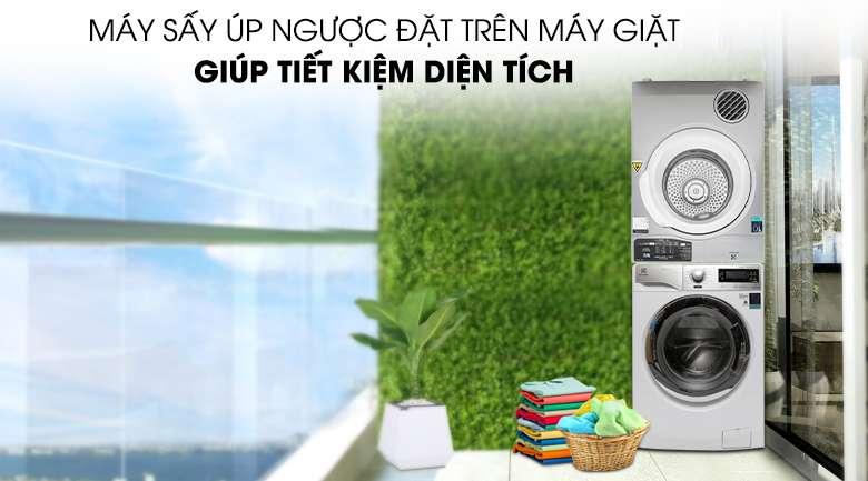 Chồng ngược máy sấy Electrolux 8 Kg EDV805JQSA với máy giặt